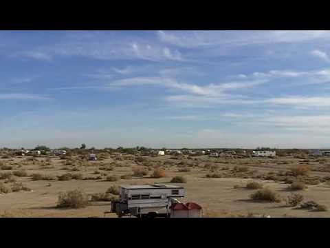 slab city resident landing his plane on the street Video