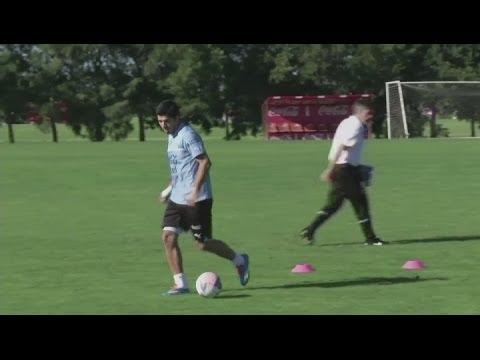 Uruguay v Jordan - Luis Suarez trains with Uruguay team ahead of Jordan match
