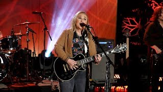 Melissa Etheridge's Performance Got the Crowd 'Shaking'