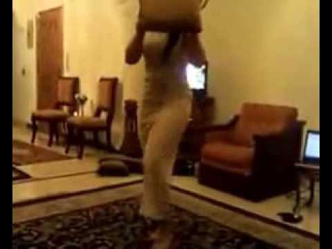 رقص منزلي لبنت اماراتية دلوعه  dance at home to United Arab Emirates
