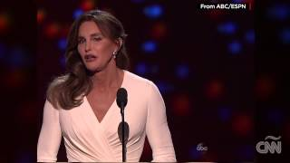 Búrlense de mi, pero no de los jóvenes: Caitlyn Jenner