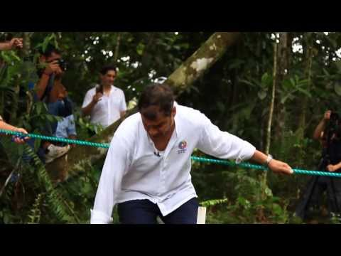 Rafael Correa muestra la Mano Sucia de Chevron