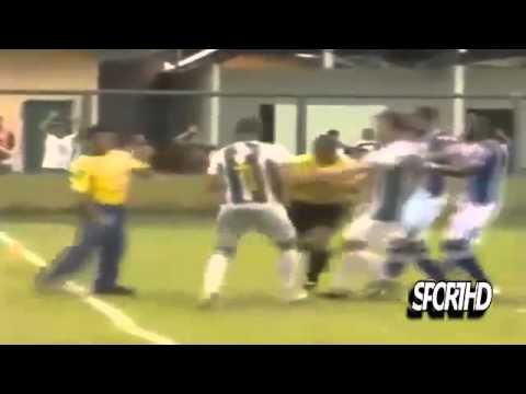 Жестокие драки в футболе) Футболисты тоже умеют драться