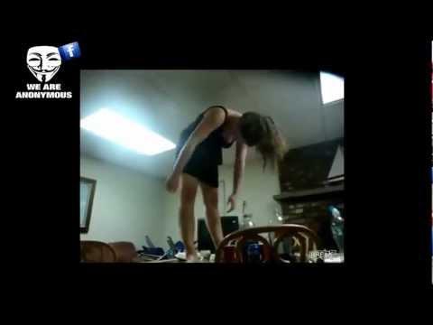 fat black girl falls off table № 80701