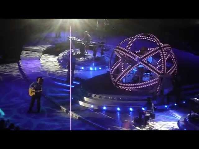 """Garth Brooks sings """"The Dance"""" to cancer patient at Minneapolis concert"""