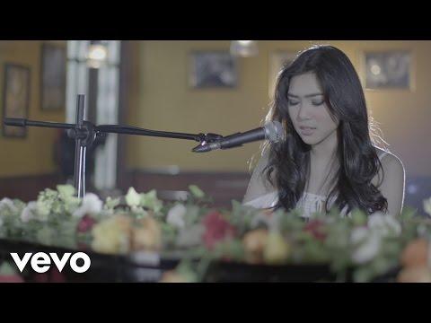 download lagu Isyana Sarasvati - Tetap Dalam Jiwa gratis