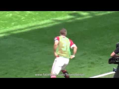 Bastian Schweinsteiger Warms up and gets loud applause Manchester United v Spurs 08.08.15
