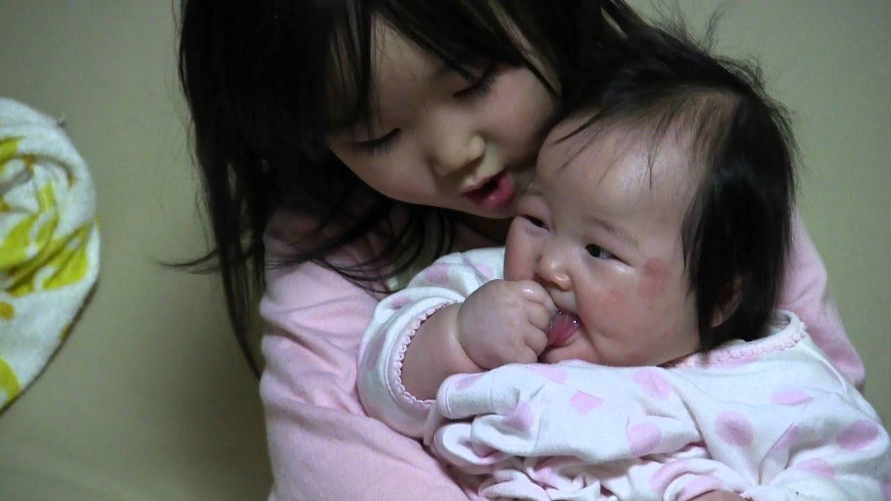 enakimura 英奈に抱っこしてもらいたいから嘘泣きする玲美 enakimura  英奈に抱