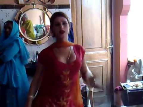 Punjabi Hijra Narinder Samra ( Rani ) Dancing New Delhi For Badhaee video