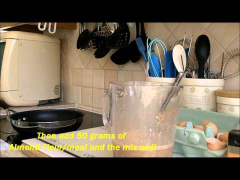 HOW TO MAKE: Almond & Banana Pancakes