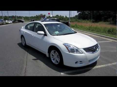 2012 Nissan Altima 3.5 SR Start Up. Exhaust. and In Depth Tour