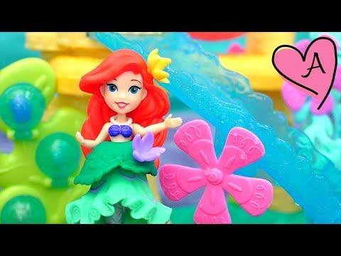 Ariel y Sebastián juegan en el Little Kingdom de La sirenita - Juguetes con Andre