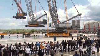 AMAZING GIANT CRANE LIFTS ANOTHER CRANE!!!