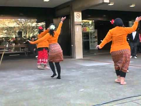 Tari Tradisional Indonesia Yang Mudah video