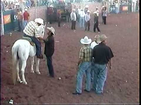 Ojo de Auga 2004 - se querian pelear en el jaripeo- Zamora Michoacan Mexico