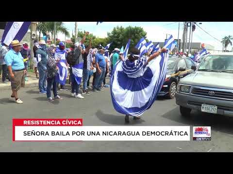 Señora baila por una Nicaragua Democrática