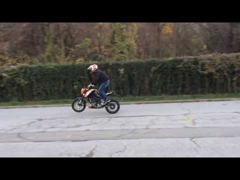 How to wheelie with KTM Duke 125