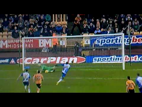 Hugo Rodallega missed penalty against wolves Video