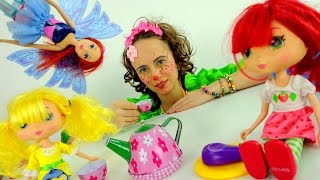 Clown Mary is preparing for guests. Funny Videos for kids Клоун Мэри готовится к гостям.
