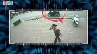 Đậu xe bất cẩn - người phụ nữ mất chiếc xe tay ga đắt tiền chỉ sau 5 giây.