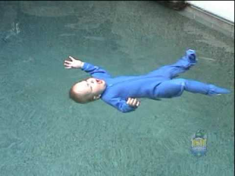 Noyade en piscine familiale former des b b s nageurs for Bebe dans piscine