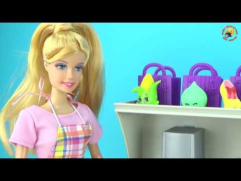 Мультфильм для девочек: Мама и малышка готовят вместе на кухне. Играем куклами / play dolls