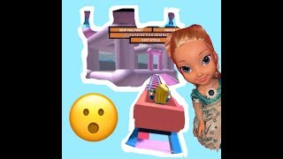 Elsa rides roller coaster in ROBLOX
