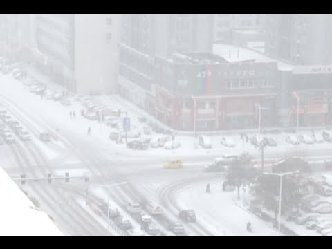 Snow Sweeps North China, Creates Traffic Woes