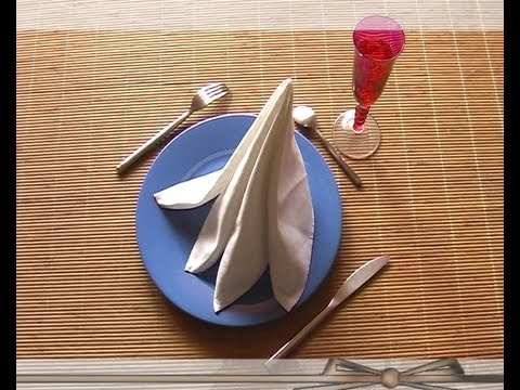 Plier une serviette en pyramide 4 youtube - Plier serviette de table ...