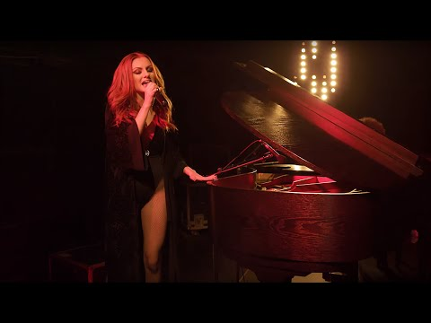 X Sessions: Alexandra Stan – Thanks for Leaving