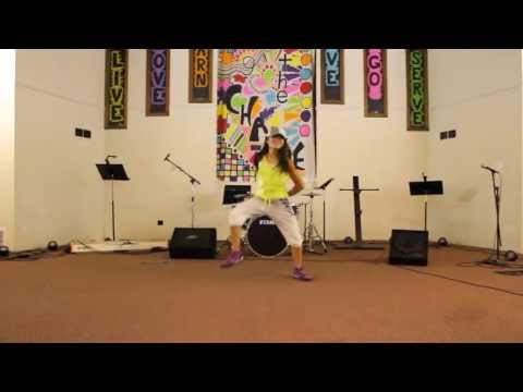 Zumba® Fitness With Wimara mueve La Cadera video