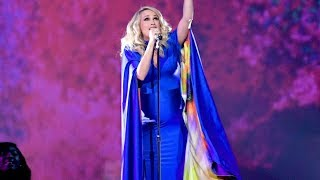 Carrie Underwood 39 S Cma Awards Performance Of 39 Love Wins 39 Was A Total Stunner