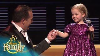 2-jarige Chanel zingt 'Marina' met Stef Ekkel | We Are Family 2015 | SBS6