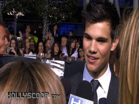 Taylor Lautner and Alex Meraz on Taylor's Abs - 'The Twilight Saga: Eclipse'