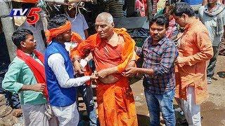సామజిక కార్యకర్త స్వామి అగ్నివేష్ పై దాడి..! | Jharkhand