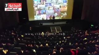 اليوم السابع فيديو | باسم يوسف يتعرض لهجوم وشتائم من مصريين بلندن خلال عرض مسرحى ينتقد السيسى