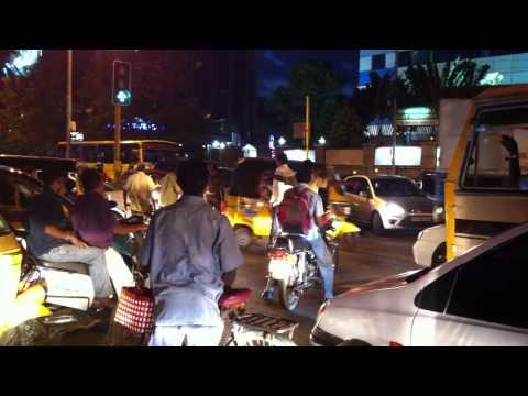 Sarath Kumar Directing Traffic In T.nagar, Chennai video