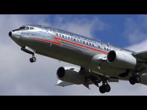 American Airlines AstroJet Boeing 737-800 (N951AA) at Chicago O'Hare International Airport