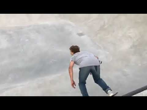 This run from @jaimemateu is amazing 📹: @danny_leon 🤘🤘 | Shralpin Skateboarding