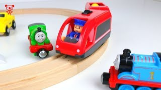 Wooden trains like brio trains Thomas opens wooden toy train set - trains for kids video