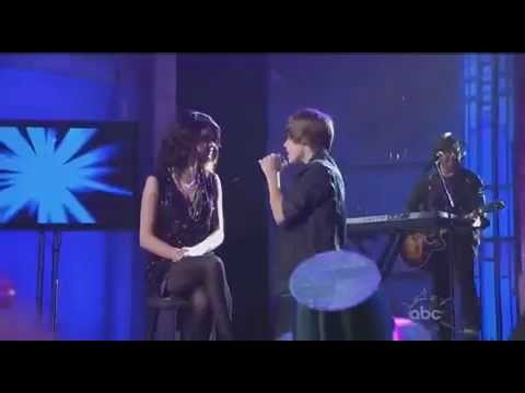 Justin Bieber Le Canta One Less Lonely Girl a Selena Gomez
