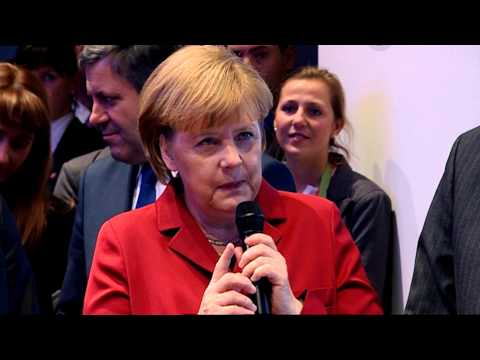 CeBIT 2013: Bundeskanzlerin Angela Merkel bei Vodafone