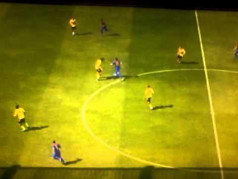FIFA12 : GOL BELLISSIMO DI MESSI (da centro campo)
