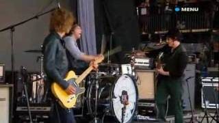 The Raconteurs Broken Boy Soldier live ( Glastonbury 2008 )