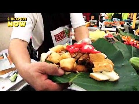 Hot, Crispy Hokkien 'ngoh Hiong' (s'pore Food Festival 2010 Pt 2) video