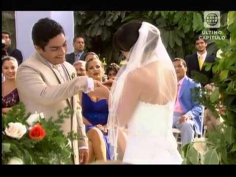Cayetana mira la boda so�ada con Joel - al fondo hay sitio final