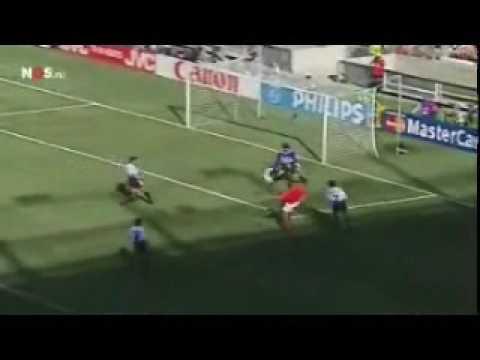 Dennis Bergkamp tegen Argentinië met Jack van Gelder