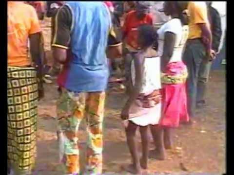 Kibur'kiri; Mapouka à La Congolaise. Folklore Et Danse Béémbés à Mouyondzi Au Congo-brazzaville video