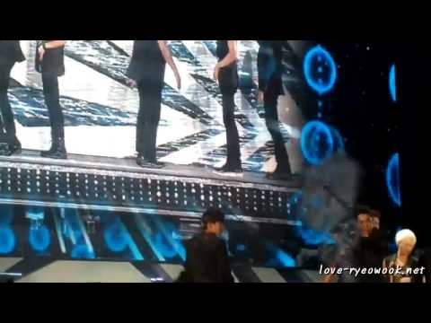 [fancam] 121125 SMTown in Bangkok – Sexy Free & Single (Ryeowook focus)