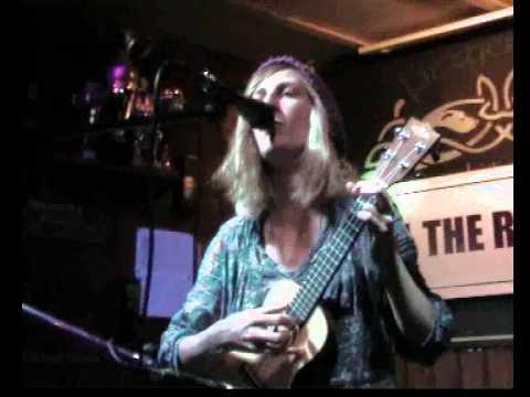Sara Hudini- Riptide- Vance Joy- Live at Kill the Radio Show- Fitzgerald's, Mannheim, Germany